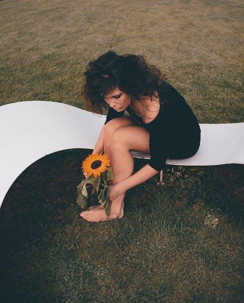 Безкоштовне стокове фото на тему «босоніж, дозвілля, жінка, жінки»