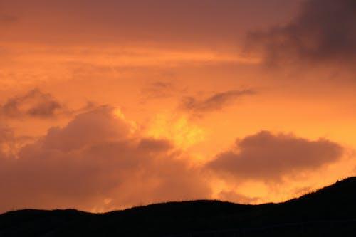 Δωρεάν στοκ φωτογραφιών με βουνό, βραδινός ουρανός, δύση του ηλίου