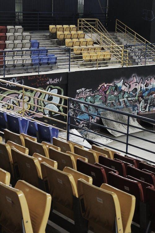 в помещении, граффити, грести