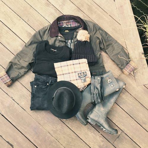 Ilmainen kuvapankkikuva tunnisteilla asu, barbour, kumisaappaat, metsästäjät
