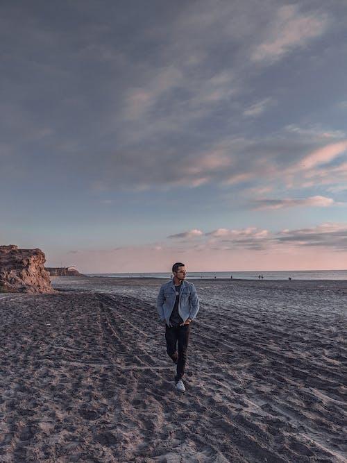 Fotobanka sbezplatnými fotkami na tému breh, chôdza, človek, exteriéry