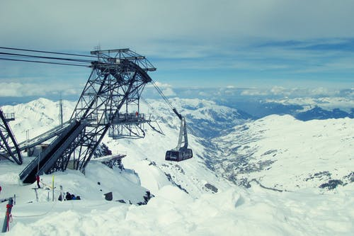 Fotos de stock gratuitas de cabelway, construcción, esquiando, Francia