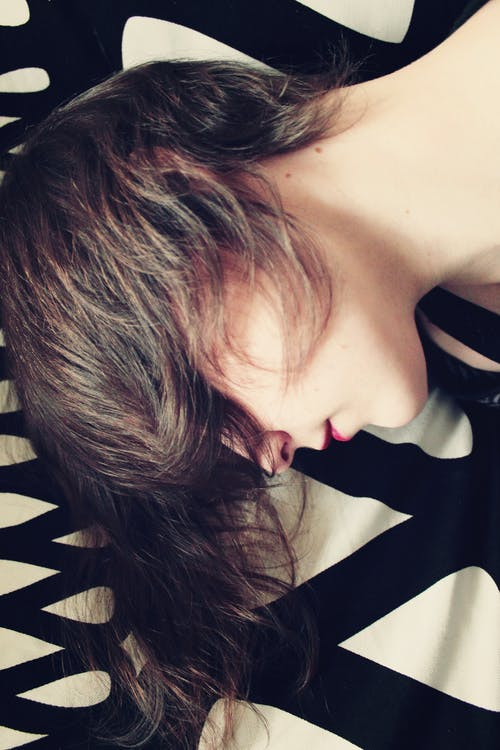 Fotos de stock gratuitas de cabello, mujer, relajante, retrato