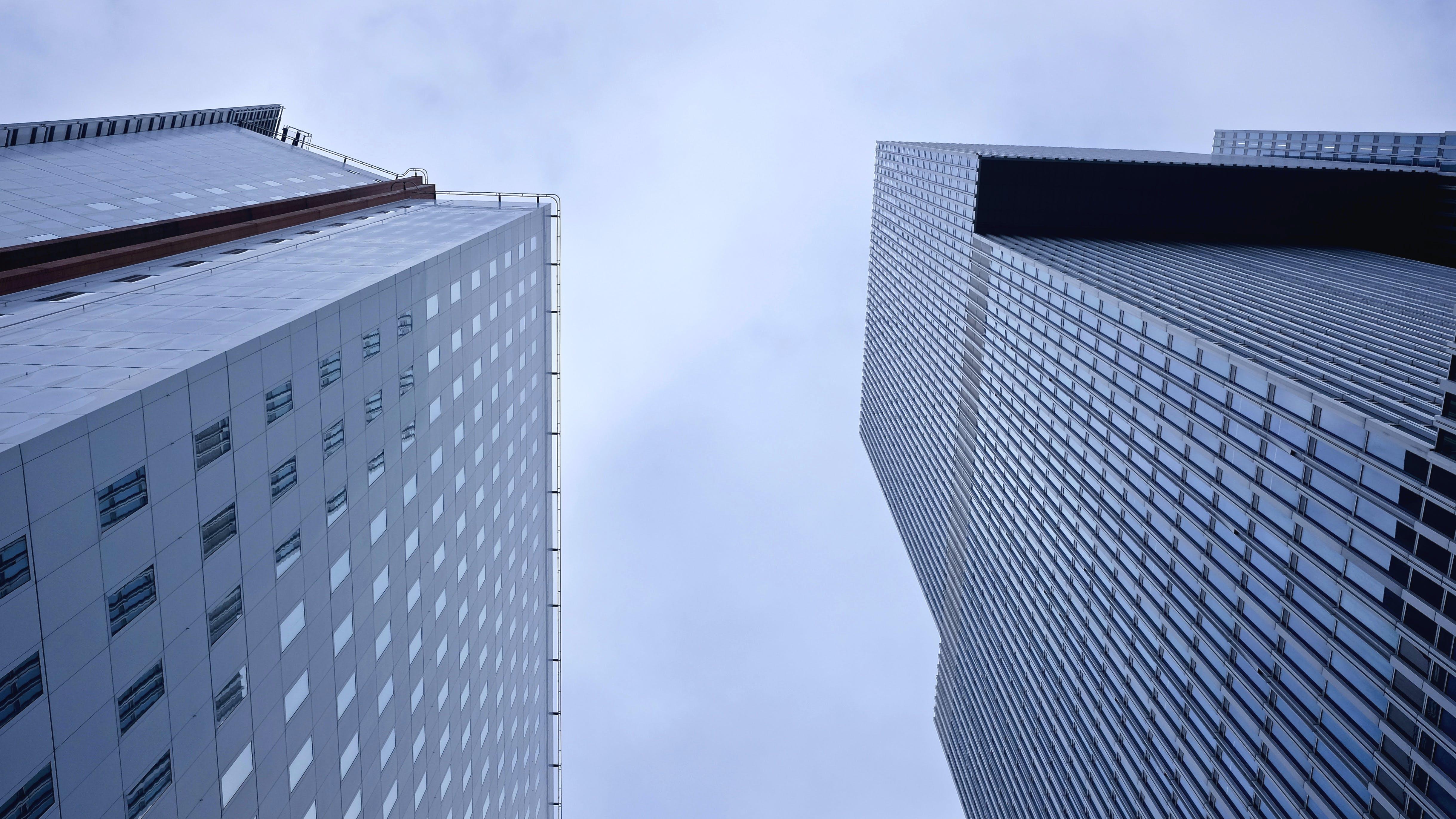Gratis lagerfoto af arkitektur, bygninger, bylandskab, fotografering fra lav vinkel
