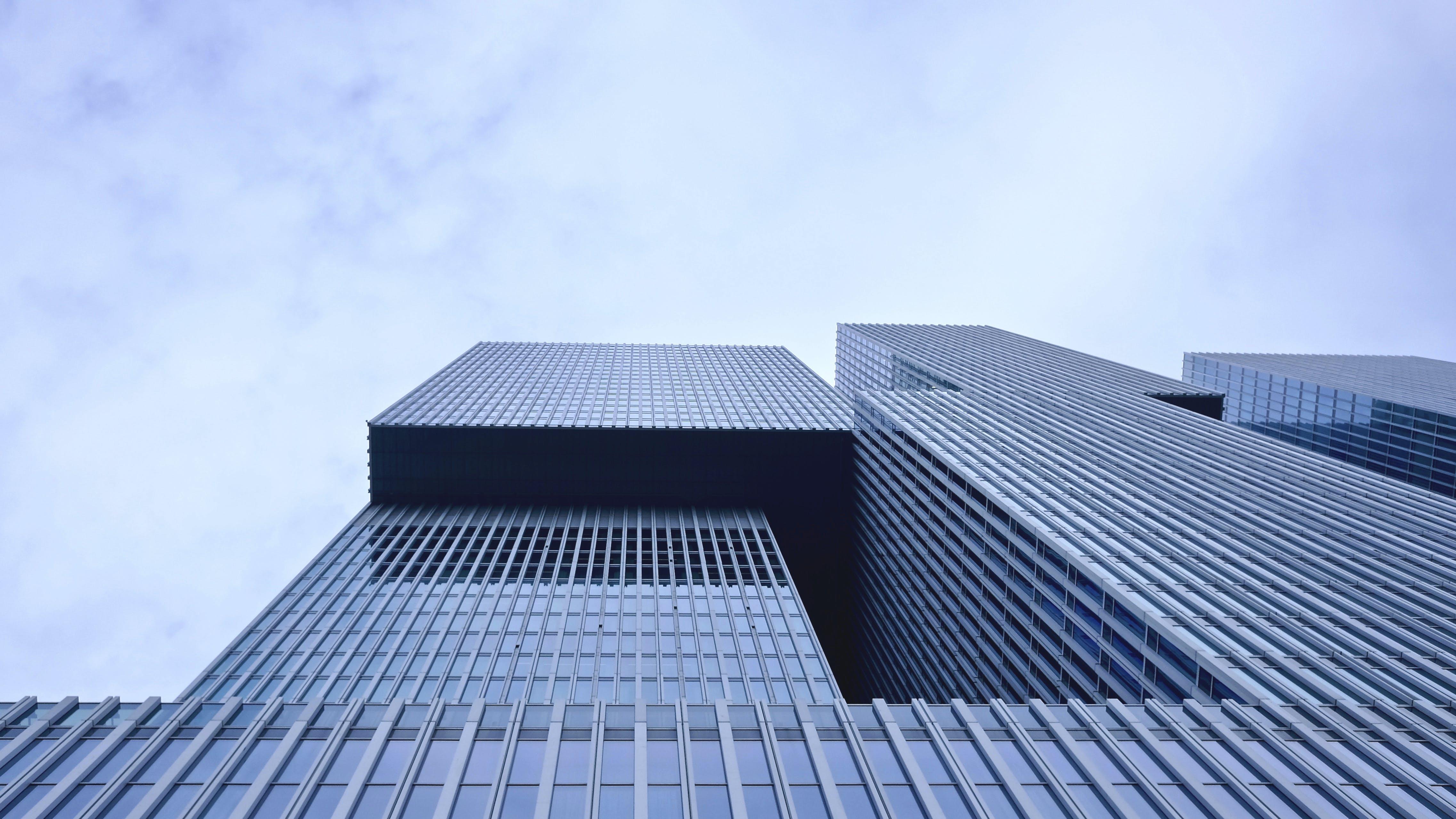 Kostenloses Stock Foto zu architektur, büro, futuristisch, glasfenster