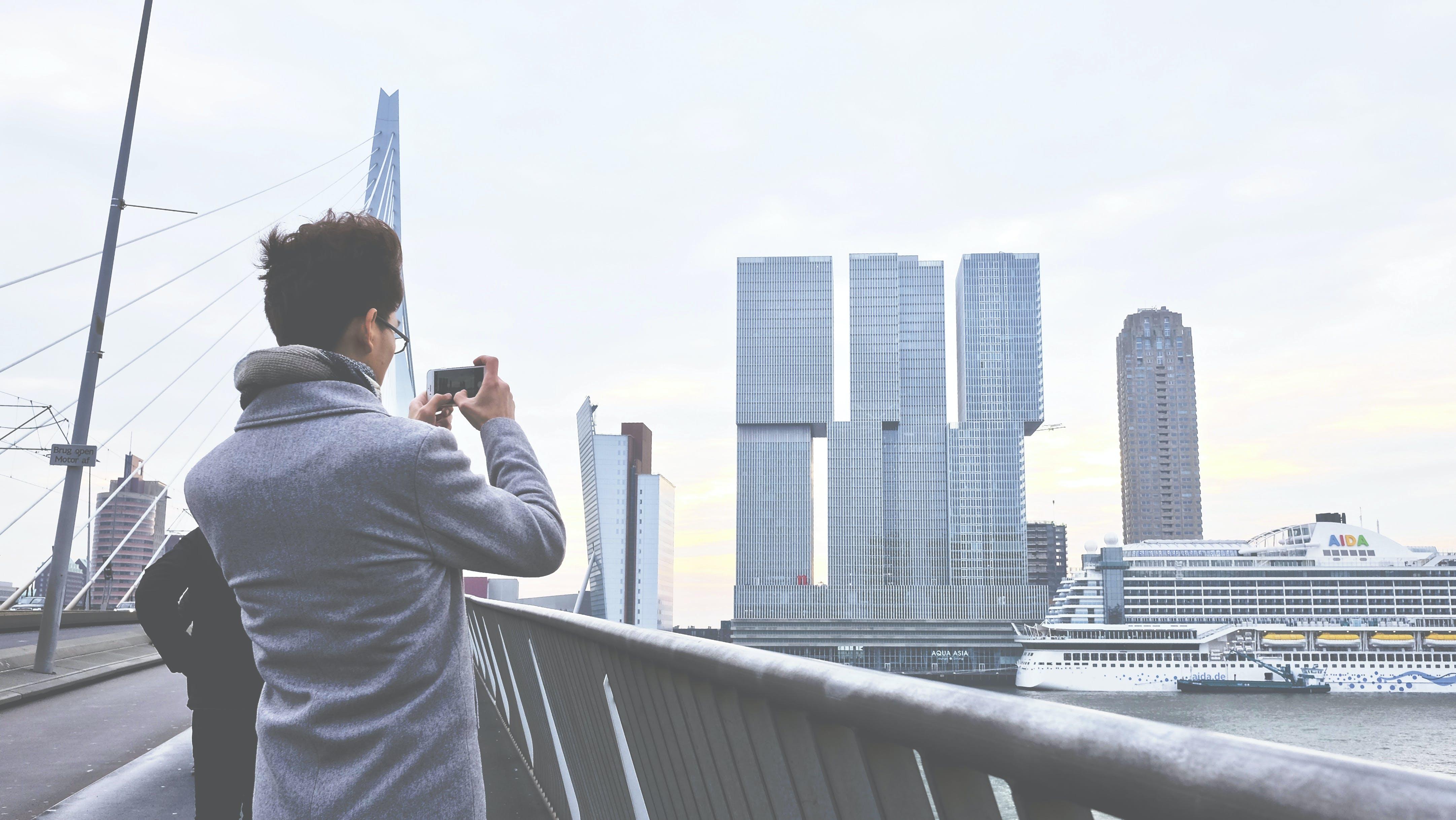 Kostenloses Stock Foto zu architektur, brücke, erwachsener, futuristisch