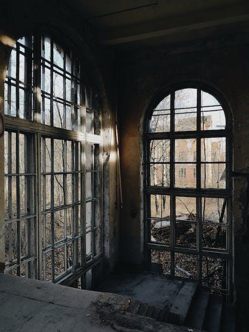 Darmowe zdjęcie z galerii z budynek, opuszczony, opuszczony budynek, potłuczony