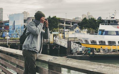 Foto profissional grátis de água, barco, cais, cidade