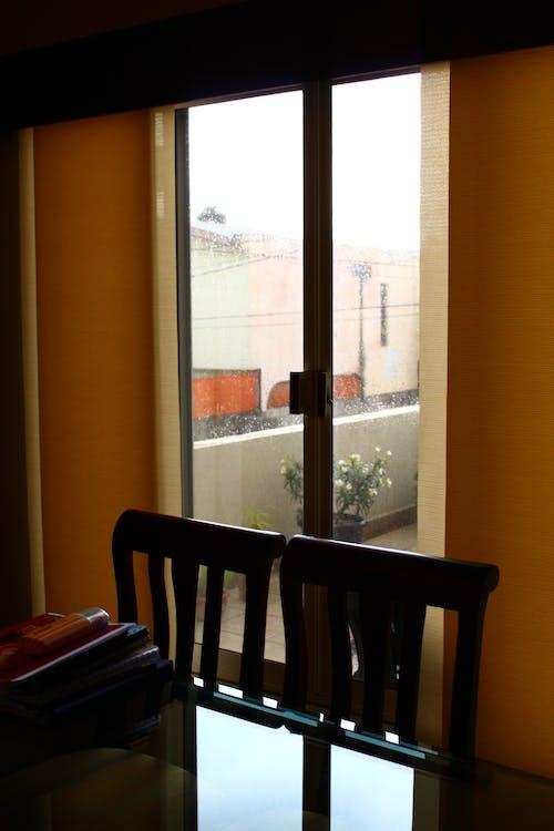 Imagine de stoc gratuită din închis la culoare, ploaie, scaune, sufragerie