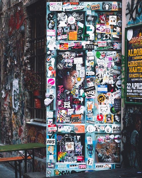 Δωρεάν στοκ φωτογραφιών με αυτοκόλλητα, αυτοκόλλητη ετικέτα, θύρα