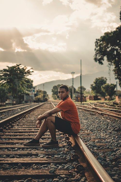 Ảnh lưu trữ miễn phí về Đàn ông, đầu máy, đường ray xe lửa, đường sắt