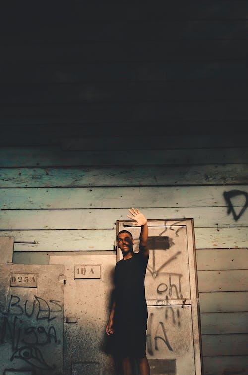 Imagine de stoc gratuită din bărbat de culoare, braț, de lemn, de sex masculin