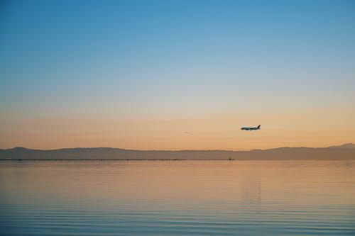 Δωρεάν στοκ φωτογραφιών με αεροπλάνο, Ανατολή ηλίου, αντανάκλαση, απόγευμα