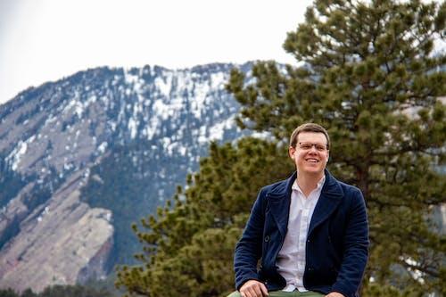 Ingyenes stockfotó Férfi, mosoly, mosolygás, szabadban témában