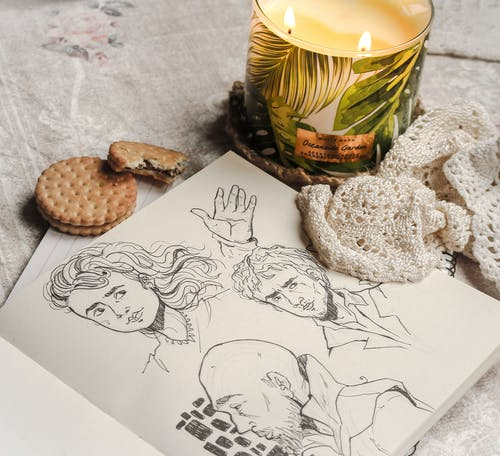 Ingyenes stockfotó asztal, gyertya, kekszek, műalkotás témában