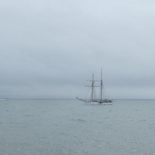 Darmowe zdjęcie z galerii z bateau, brume, ciel, mer