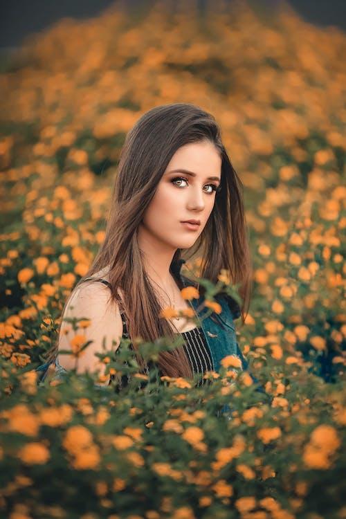 Foto profissional grátis de atraente, beleza, bonita, borrão