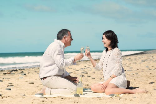 Kostenloses Stock Foto zu alkohol, bindung, ehefrau, entspannung