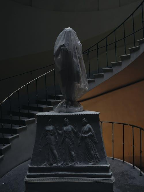 Darmowe zdjęcie z galerii z budynek, posąg, rzeźba, schody