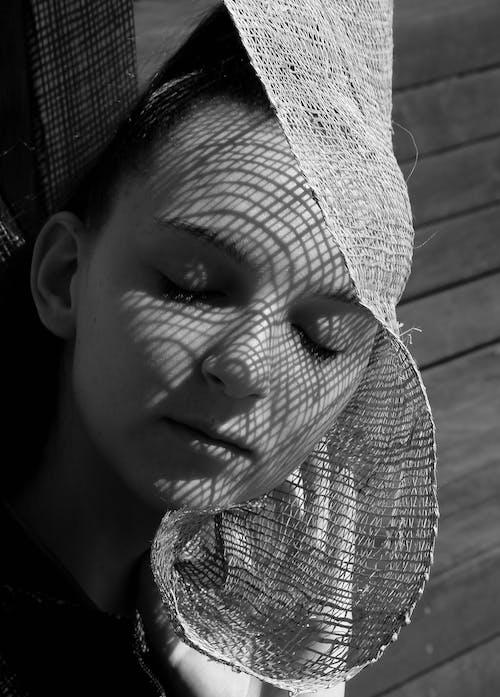 Foto d'estoc gratuïta de blanc i negre, cara, dona, escala de grisos