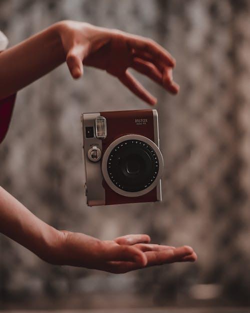 Fotos de stock gratuitas de abertura, al aire libre, analógico, cámara