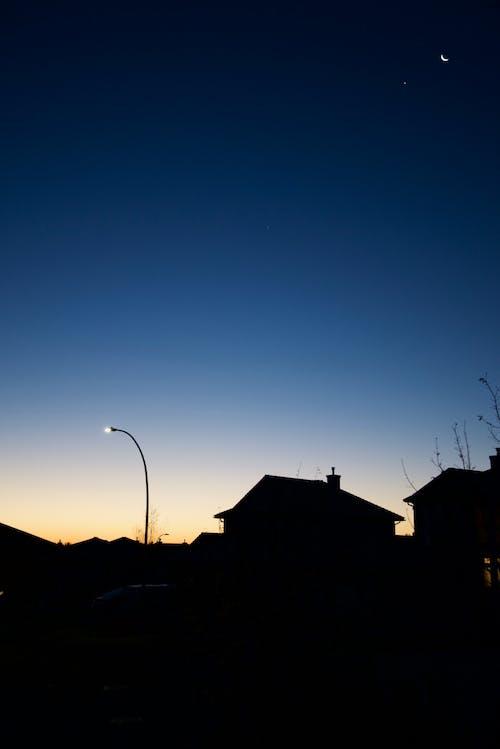 Imagine de stoc gratuită din casă și lună noaptea