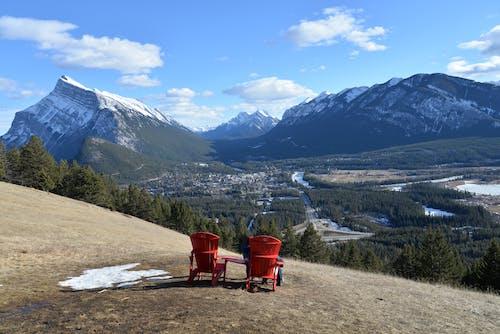 Imagine de stoc gratuită din Banff, două scaune roșii, Munții Stâncoși