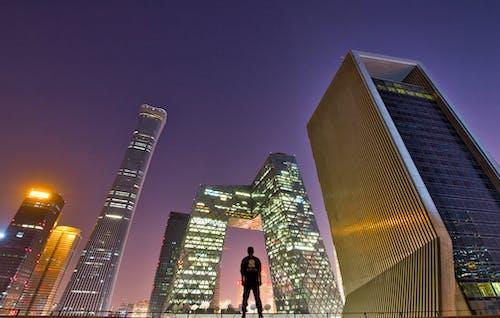 Gratis stockfoto met achteraanzicht, architectuur, bedrijf, commercie