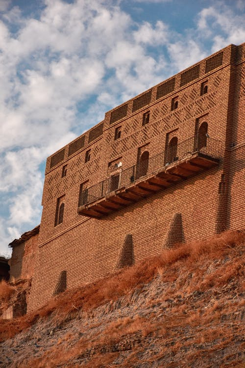Foto d'estoc gratuïta de balcó, السماء الزرقاء, سحاب, قلعة