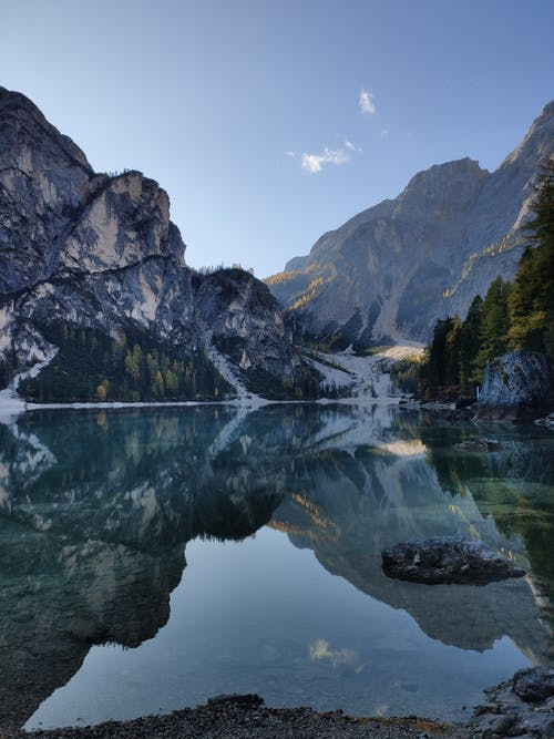 Бесплатное стоковое фото с безмятежный, вода, горы, деревья