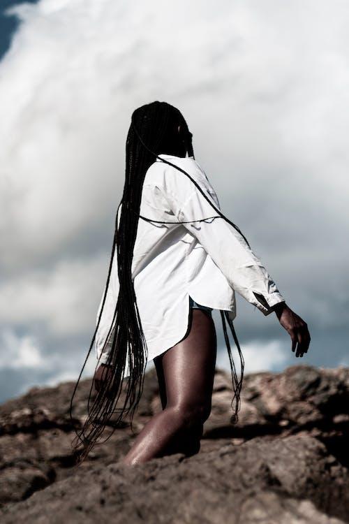 Ingyenes stockfotó afrikai nő, afro-amerikai nő, copf, egyedül témában