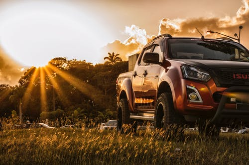 Foto profissional grátis de caminhão, isuzu, pôr do sol