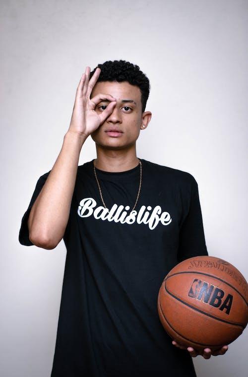 Gratis stockfoto met bal, basketbal, binnen, casual