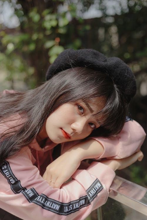 Základová fotografie zdarma na téma baret, dívání, hezký, krása