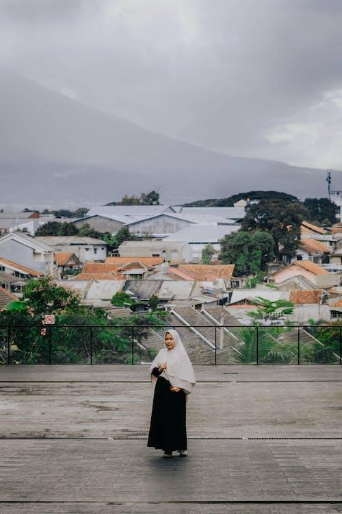 城市, 城鎮, 女人, 日光 的 免費圖庫相片
