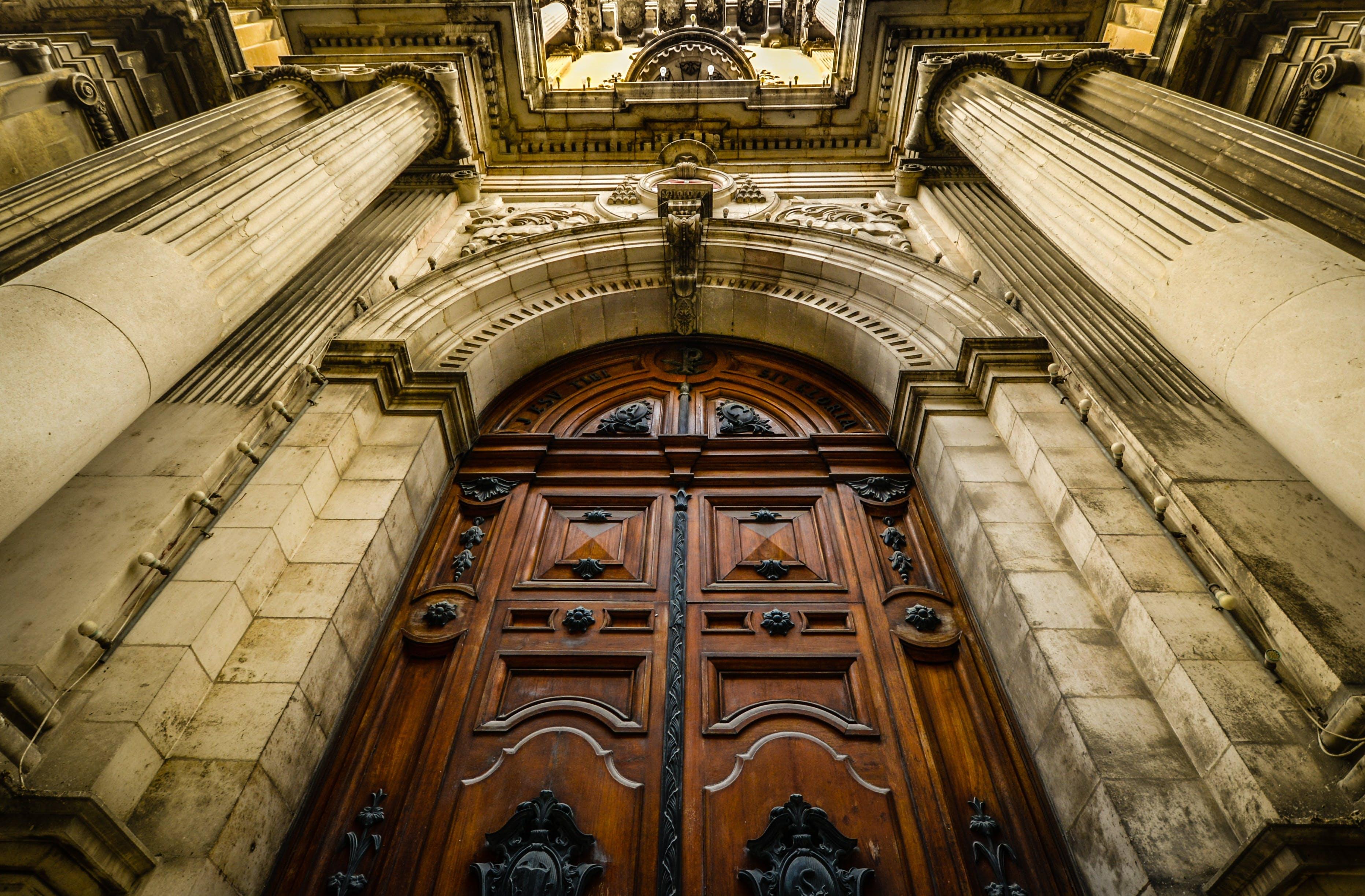 Základová fotografie zdarma na téma architektura, budova, církev, dveře