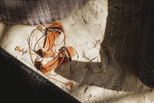 คลังภาพถ่ายฟรี ของ ทราย, รองเท้า, รองเท้าแตะ