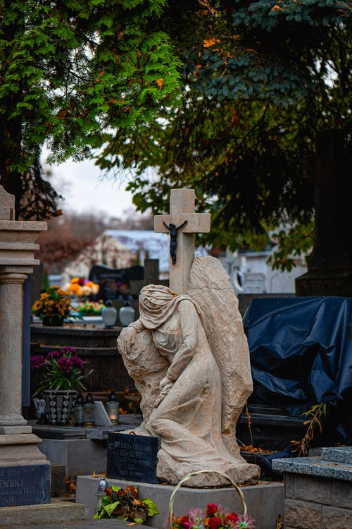 Photos gratuites de automne, cimetière, croix, feuilles d'automne