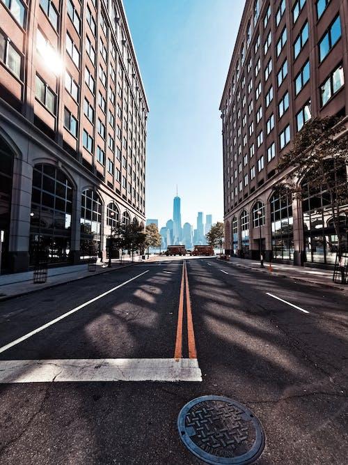 Δωρεάν στοκ φωτογραφιών με άδειο δρόμο, άδειος δρόμος, αρχιτεκτονική, δρόμος