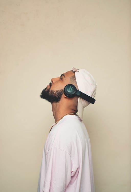 Âm nhạc, âm thanh, áo sơ mi trắng