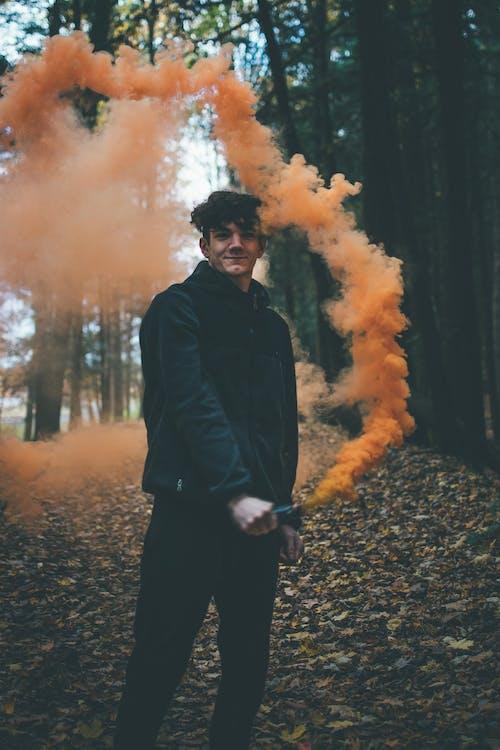 Základová fotografie zdarma na téma barevný dým, barvy, bokeh, držení