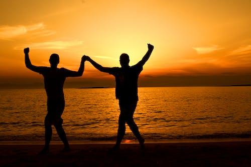 Základová fotografie zdarma na téma držení za ruce, dvojice, horizont, jóga