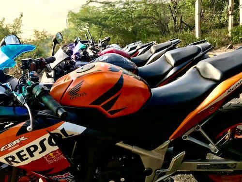 Photos gratuites de cbr, circuit, course automobile, course de moto
