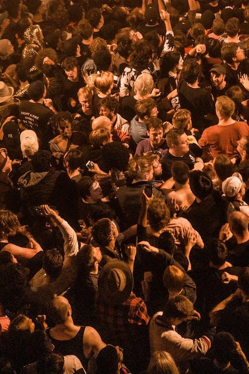 bắn góc cao, biến cố, buổi hòa nhạc