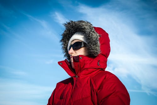 Foto stok gratis dingin, kacamata hitam, langit biru, merah
