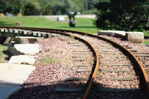 Darmowe zdjęcie z galerii z podróż, tory kolejowe