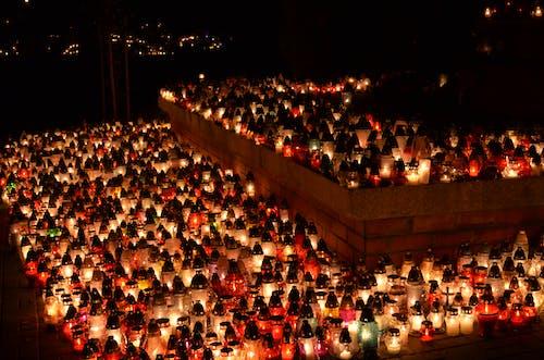 Základová fotografie zdarma na téma hřbitov, světlo a stín, svíčky
