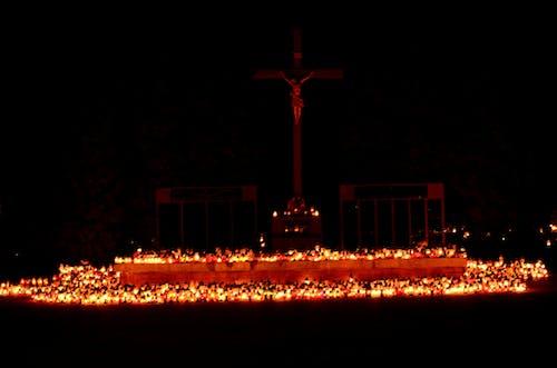 Základová fotografie zdarma na téma hřbitov, noc, svíčky
