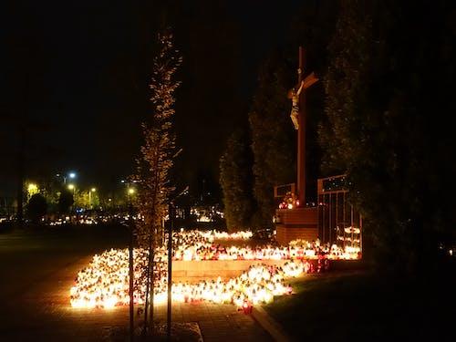 Základová fotografie zdarma na téma dřevěný kříž, noc, svíčky