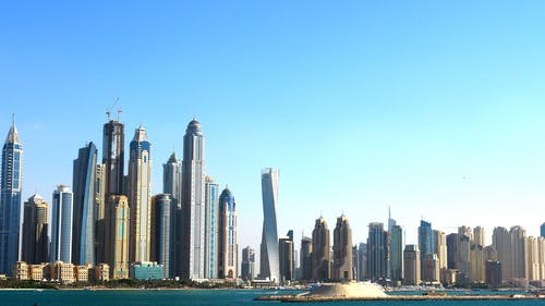 Darmowe zdjęcie z galerii z architektura, biuro, budynki, czyste niebo